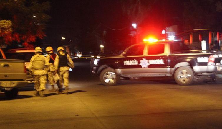 Eran poco antes de la una de la mañana cuando vecinos del lugar escucharon las detonaciones y al salir, observaron el cuerpo sin vida de un hombre, por lo que dieron aviso a las autoridades. (Foto: Ilustrativa)