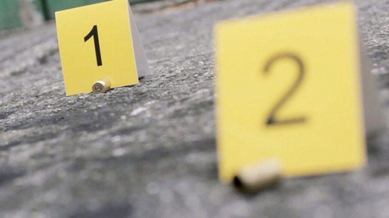 Hombres armados llegaron hasta un domicilio en la calle 5 de Febrero, de la colonia Viveros Pelayo, en la delegación de Santiago y le dispararon en varios ocasiones en contra de un hombre.