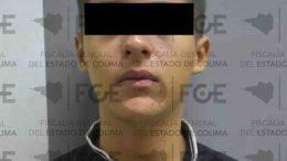 El masculino de 18 años de edad, ingresó a la tienda, donde haciendo uso de la violencia amenazó al empleado para apoderarse de bebidas embriagantes y diversos artículos.