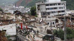 """El Centro de Redes Sismológicas de China advirtió a la población de la zona que """"se mantenga apartada de los edificios"""", de acuerdo a una publicación en la plataforma Weibo, el equivalente chino de Twitter."""