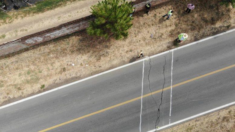 En tan sólo dos días se ha presentado diversas fisuras en la tierra que ha afectado los tramos carreteros; alertó Protección Civil Jalisco.