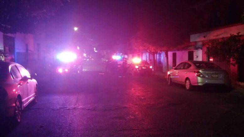 Al lugar arribaron policías municipales y Bomberos Voluntarios para sofocar el fuego, el habitante de la vivienda no se encontraba adentro al momento del incidente.