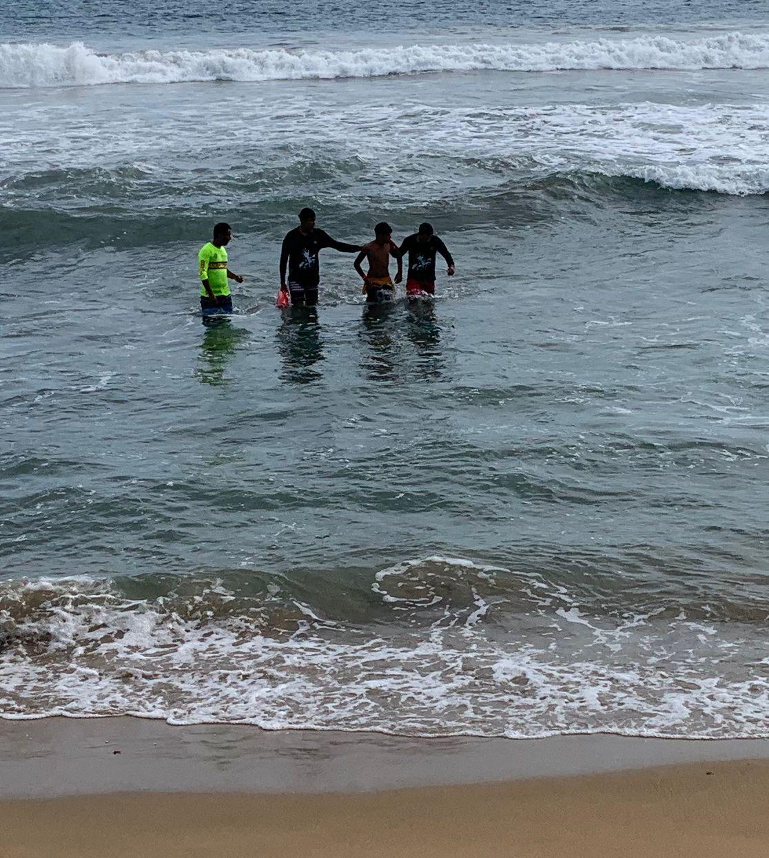 Rescatan a una joven turista  en la playa de Miramar